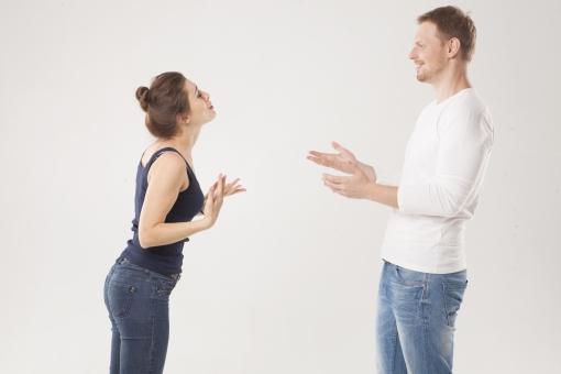 恋人と話し合う画像